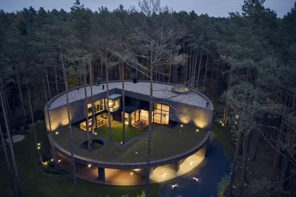 Figaro Immo - Cette luxueuse villa ronde évoque un tronc d'arbre